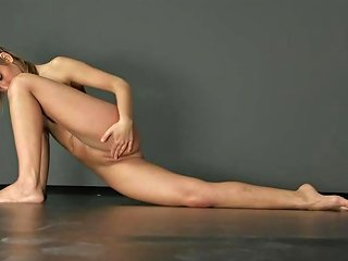 Brunette Gymnast Zina Shows How Flexible She Is Hd Porn 0a